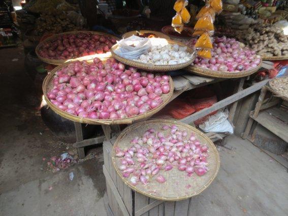 Small purple onions common in Burmese cuisine