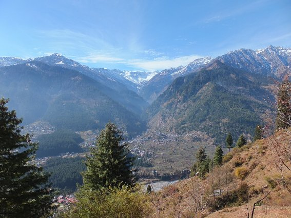 The city of Manali, surrounded by mountains